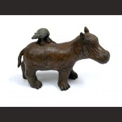 Adán-Hipopótamo con armadillo