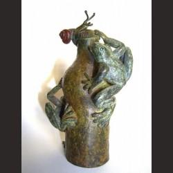Adán-Botella con ranas